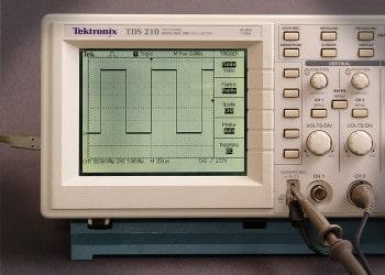 Klassische Front eines digitalen Oszilloskopes